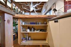 カウンターテーブルの下は食器棚になっています。(2019-06-11,共用部,KITCHEN,1F)