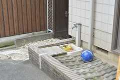 玄関脇には水場もあります。(2013-07-02,共用部,OTHER,1F)