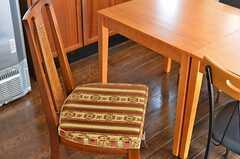 不揃いな椅子。かわいらしい。(2014-02-04,共用部,LIVINGROOM,2F)