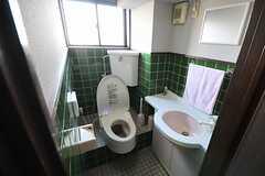 トイレの様子。ウォシュレット付きです。(2014-02-04,共用部,TOILET,1F)
