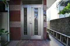 玄関ドアの様子。(2018-01-24,周辺環境,ENTRANCE,1F)