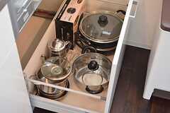 共用の鍋類は引き出しに収納されています。(2016-04-05,共用部,KITCHEN,2F)