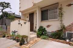 玄関周辺の様子。(2012-07-14,周辺環境,ENTRANCE,1F)