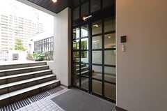 建物への入口の様子。(2015-01-13,周辺環境,ENTRANCE,1F)