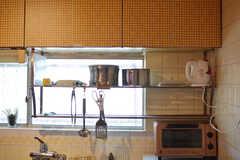 鍋類はラックに収納されています。(2019-03-26,共用部,KITCHEN,1F)