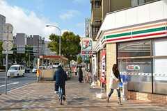 シェアハウス周辺の様子。コンビニや最寄り駅まで徒歩1分です。(2016-01-18,共用部,ENVIRONMENT,1F)