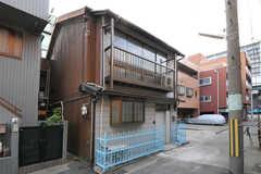シェアハウスの外観。奥行きのある建物です。(2012-11-27,共用部,OUTLOOK,1F)