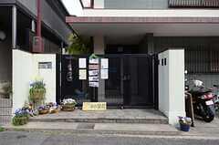 シェアハウスの玄関の様子。(2013-04-01,共用部,OUTLOOK,1F)