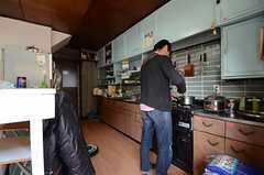 キッチンの様子。(2013-04-01,共用部,KITCHEN,1F)