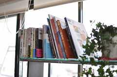 本棚と本と植物。(2013-04-01,共用部,OTHER,3F)