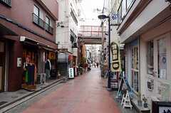 シェアハウスからJR神戸線・垂水駅へ向かう道の様子。(2013-04-01,共用部,ENVIRONMENT,1F)