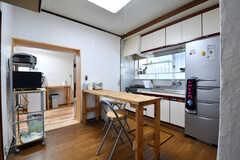 リビングの様子。キッチンが併設されています。(2017-01-16,共用部,LIVINGROOM,1F)