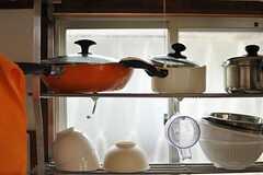 レトロフォルムなキッチンツールが並びます。(2013-03-30,共用部,KITCHEN,1F)