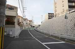 シェアハウスから山陽鉄道・霞ヶ丘駅へ向かう道の様子。(2013-03-30,共用部,ENVIRONMENT,1F)