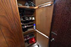 靴箱は専有部ごとにスペースが決められています。(2017-09-14,周辺環境,ENTRANCE,1F)