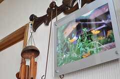 玄関のハンガーには絵が飾られていました。(2013-03-30,周辺環境,ENTRANCE,1F)