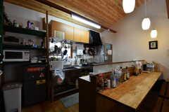 カウンターテーブルの様子2。奥がキッチンです。(2017-05-17,共用部,LIVINGROOM,2F)