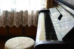 100年のほどの歴史あるピアノだとか。(102号室)(2015-10-20,専有部,ROOM,1F)