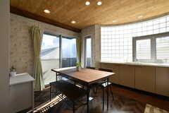 ダイニングテーブルが設置されています。(2018-03-14,共用部,LIVINGROOM,3F)