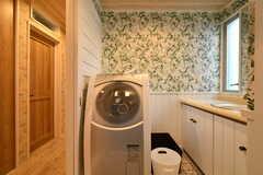 洗濯機が設置されています。(2018-03-14,共用部,LAUNDRY,2F)