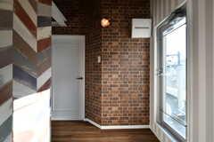 廊下の様子。右手のドアはベランダです。(2018-03-14,共用部,OTHER,4F)