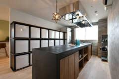 キッチンの様子2。天板にはモールテックスという左官材料が使われています。(2018-01-25,共用部,KITCHEN,4F)