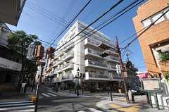 マンションの外観。4Fにシェアハウスがあります。(2012-10-01,共用部,OUTLOOK,1F)