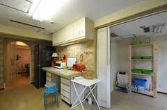 キッチン対面には、作業台があります。(2012-10-01,共用部,KITCHEN,4F)