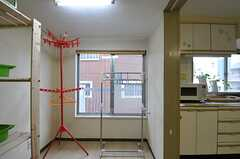 物干しスペースの様子。キッチンとはアコーディオンカーテンで仕切ることができます。(2012-10-01,共用部,LAUNDRY,4F)