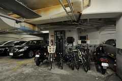 自転車置き場は地下にあります。(2012-10-01,共用部,ENVIRONMENT,1F)