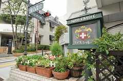 建物の1Fにはスイス料理のレストランがあります。(2012-10-01,共用部,ENVIRONMENT,1F)