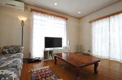 ソファの前には座卓が置かれています。床暖房が付いています。(2013-03-23,共用部,LIVINGROOM,1F)