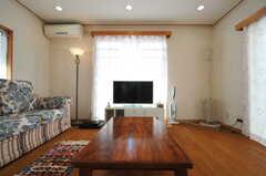座卓と共用TVの様子。(2013-03-23,共用部,LIVINGROOM,1F)
