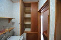 脱衣室の棚は、部屋ごとに使えます。(2013-03-23,共用部,OTHER,1F)