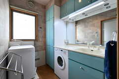 洗濯機と洗面台の様子。(2019-02-13,共用部,LAUNDRY,3F)