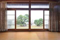 窓からは庭が望めます。(2015-02-03,共用部,OTHER,1F)