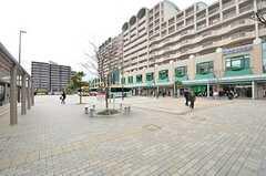 JR・垂水駅前の様子。大きなスーパーがあります。(2015-02-03,共用部,ENVIRONMENT,1F)