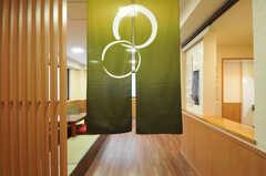 玄関とリビングを仕切る暖簾(のれん)の様子。(2012-09-14,共用部,OTHER,1F)