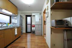 キッチンの対面にはランドリーがあります。(2012-09-14,共用部,KITCHEN,1F)