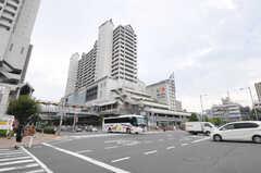阪急神戸線・西宮北口駅の周辺には大型のショッピングセンターがあります。(2012-09-14,共用部,ENVIRONMENT,1F)