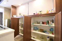食器棚は専有部ごとに使えるスペースが決まっています。(2016-05-24,共用部,KITCHEN,1F)