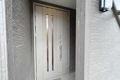 玄関の様子。(2017-06-06,周辺環境,ENTRANCE,2F)