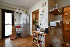 冷蔵庫の隣はランドリールームです。(2018-09-11,共用部,KITCHEN,1F)