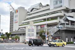 シェアハウスの目の前には大型のショッピングセンター「アクタ西宮」があります。(2018-09-11,共用部,ENVIRONMENT,1F)