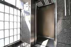 エレベーターで上がっていきます。(2013-10-30,共用部,OTHER,1F)