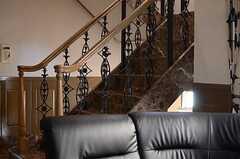 どこにいても階段の存在感を感じます。(2013-10-30,共用部,LIVINGROOM,9F)