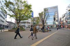 阪急線・西宮北口駅前の様子。(2016-04-05,共用部,ENVIRONMENT,1F)