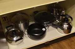 鍋類はコンロ下に収納されています。(2013-09-20,共用部,KITCHEN,2F)