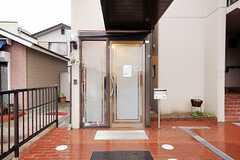 シェアハウスの正面玄関。(2012-03-23,周辺環境,ENTRANCE,1F)