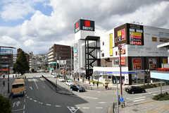 隣駅の川西能勢口駅前の様子3。(2019-02-20,共用部,ENVIRONMENT,1F)